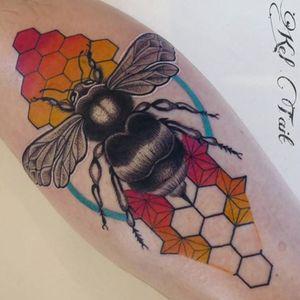 #KelTait #keltaittattoo @kel.tait.tattoo #bee #beehive #honeycomb #color