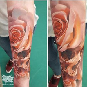 By Tom Lapa so beautilful and delicate #skull #flower #rose #hyperrealism #3D