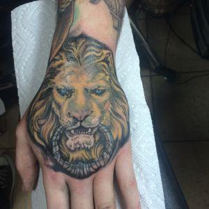 Hand tattoo!! #chicagotattoo #handtattoo #lion