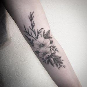 #flowers #flowerstattoo #fleurs #fleurtattoo #plants #plantstattoo #leaves #leavetattoo #feuilles #feuillestattoo #girltattoo #welove #elbow #elbowtattoo #innerelbow #innerelbowtattoo #dot #dots #dotwork #dottattoo #stipple #stippling #stippletattoo #petitspoints #blackandgrey #blackandwhite #blackandgreytattoo #blackandwhitetattoo #lespetitspointsdefanny #tattoolausanne