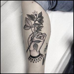 #totemica #tunguska #black #hand #blackberry #rosaceae #fruit #tattoo #blackworkers #originalsintattooshop