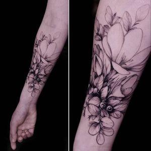 Flower by @dianaseverinenko (via inst). #flower #DianaSeverinenko #botanical #nocolor #whitehighlight #linework
