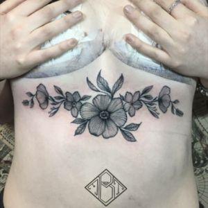 #tattoomediaink #tattooarmada #tatttoolifecommunity #theblackmaster #blackworkers_tattoo #blackworkers #tattrx #txttooing #inksensation #contemporarytattoo #iltatuaggio #inkedmagitaly #tattoo2me #sternummandala #tattoomandala #sternumtattoos #girltattoo #TAOT #LadyTattooers #inkstagram #TattooLife #flowersmandala #flowerssternum