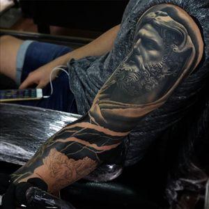 Work time ⚔ @radiantcolorsink @vegantattoo @latintaquehabito #bgis #tattoo_art_worldwide #radtattoos #tattooistartmag #jumillaolivares #thebesttattooartist #valenciatattoo #tattoovalencia #bnginksociety #superbtattoos #tattooartistmagazine #toptattooartist #inkstagram #ink #tattooed #tattoo_artwork #tattoo #tatuajes #tattooed #bestoftheday #art #tattooist #inked #realism#barcelonatattooexpo#resped#tattoo