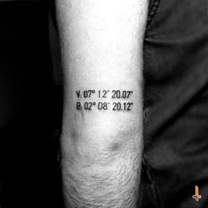 Nº164 Birth/Coordinates #tattoo #numbers #birthday #coordinates #elbowtattoo #bylazlodasilva