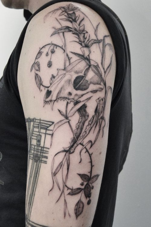 Fox skull & flora 🦊🌸 • • • • • • •  #tattoo #tatuaje #foxtattoo #tattoooftheday  #blackandgrey #realistictattoo #tatuajes #skulltattoo  #animalskulltattoo #tattoooftheday #botanicaltattoo #naturetattoo #floraltattoo #orchidtattoo #halfsleevetattoo #blacktattoomag #blacktattooart #darkartists #latattoo #miamitattoo #stpetetattoo