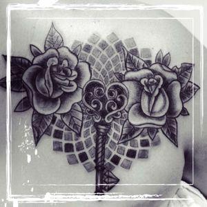 Rose old school avec mandala et clé 😊❤️ #madala #rose #old_school #cle