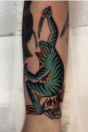 Knify frog by Luke Jinks #tattoooftheday