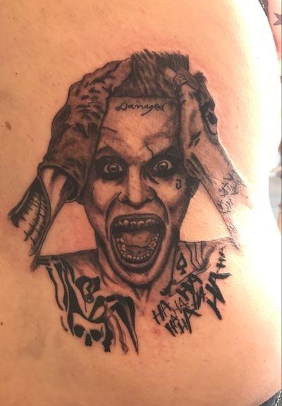 Joker (leto) #jokertattoo #Joker #SuicideSquad #blackandgrey