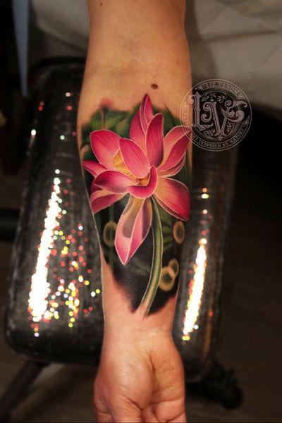 A really fun glowing lotus flower from last night at @BombshellTattooGalerie #tattoo #tattoos #ink #inked #tattooidea #tattooideas #amazingtattoos #realismtattoo #femininetattoos #tattoodesign #besttattoos #amazingtattoo #superbtattoos #fusionink #tattoodo #tattoodooapp #lizvenom #floraltattoo #rosetattoo #tattoorose #edmontontattoo #edmontonink #skinartmag #tattoooftheday #realismtattoo #lotus #lotusflower