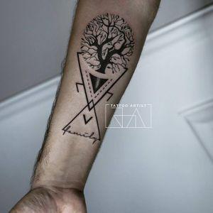 """The less people you know, the more stubbornly they know it"" #treelifetattoo #treeoflife #geometrictattoo #tattooart #tattoostudio #familytattoo #lebanesetattooartist #joaantountattoos #lebanon"