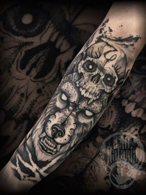 Trabalho realizado ontem, valeu pela preferência de sempre! #rataria #tattoo #blackwork #blackworkers #blackworkerssubmission #ttblackink #onlyblackart #theblackmasters #tattooartwork #inkstinct #inkstinctsubmission #superbtattoos #wiilsubmission #stabmegod #tattoos_artwork #wolftattoo #wolf #skull #skulltattoo #tattoosoftheday