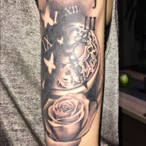 💜💙💜 • #tattoo #tattooed #TattooGirl #tattooedlady #realistictattoo #roses #rosestattoo #love #tattooart #tattooartist #blackAndWhite #blackandgrey #blackandgreytattoo #blackandgreytattoos #girlwithtattoos #clock #loveit #Tattoodo