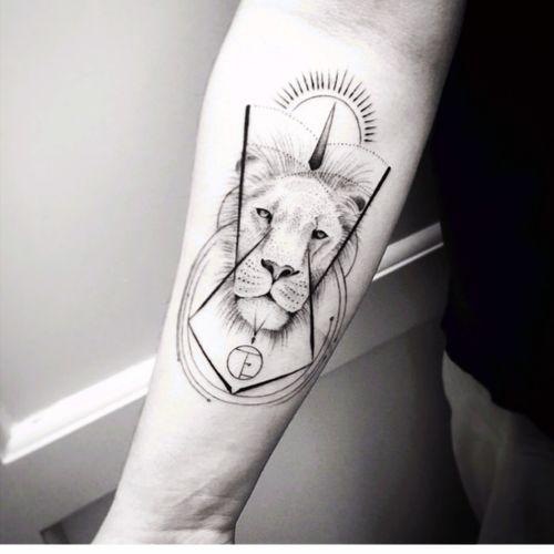 Balazsbercsenyi #lion #geometric
