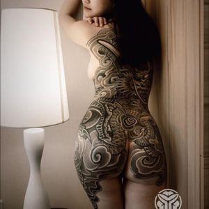 #quruitattoo @qurui_tattoo #chineseartist #black #JapaneseBodysuits #dragon #snake #blakandwhite #welove #backpiece