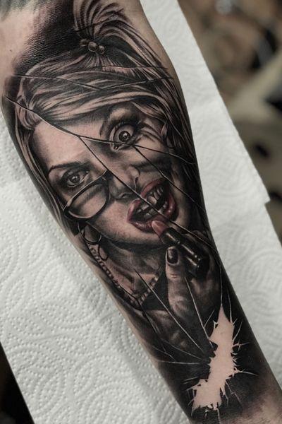 #harleyquinn #harleyquinntattoo #dc #dccomics #batman #tattoooftheday #realism #blackandgrey