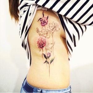 #tattooistdoy#flowers #sidetattoo