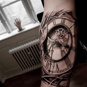 #pocketwatchtattoo #pocketwatch #tattootime #tattooart #tattoooftheday #clocktattoo #inked #tattoo