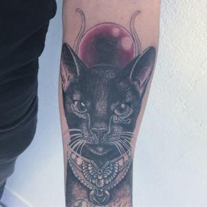 #cat #cattattoo #bastet #bastettattoo #egyptiantattoo #chat #chattattoo #blackandwhitetattoo #lespetitspointsdefanny #tattoolausanne