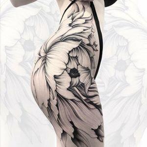 Parvick. #tattoodo #TattoodoApp #TattoodoBR #floral #flor #flower #pretoecinza #blackandgrey #Parvick