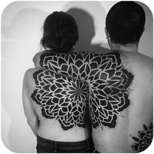 #CoreyDivine #geometria #geometry #tatuagemdecasal #coupletattoo #blackwork