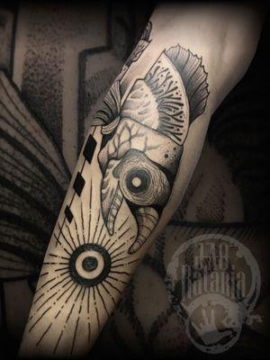 Salmão que faz parte de um projeto em andamento, logo menos finalizado! #rataria #tattoo #blackwork #blackworkers #blackworkerssubmission #ttblackink #onlyblackart #theblackmasters #tattooartwork #inkstinct #inkstinctsubmission #superbtattoos #wiilsubmission #stabmegod #tattoos_artwork #wolf #wolftattoo #salmao