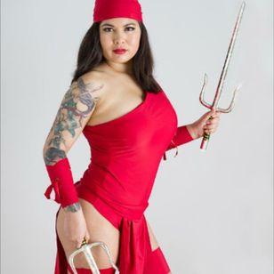 @carolinecosplay Photography by @ronbirdart #Elektra #cosplay #marvel #inkedgirls #tattooedgirls #inked