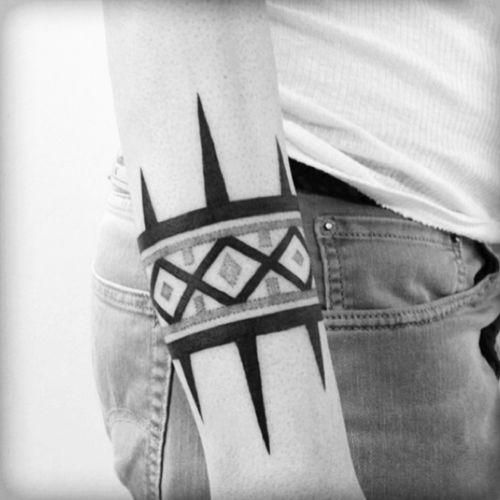 #catstattoo #armband #blackwork #linework #dotwork #tribal