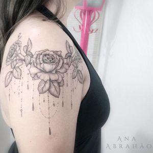 Artist #anaAbrahao#flowers #mandala #shoulder