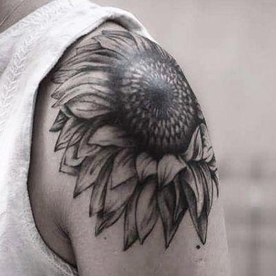 Sunflower tattoo #tattoo #tattoos #tattooart #tats #tatu #sunflower #Tattoodo #shouldertattoo #ink #inked #blackink