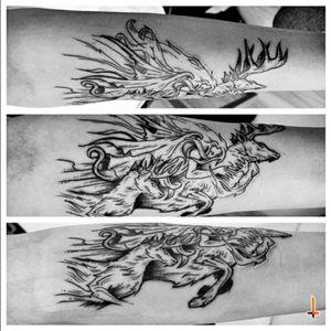 Nº260 #tattoo #tatuaje #ink #inked #blacktattoo #deer #deertattoo #eternalink #cheyenne #hawkpen #bylazlodasilva Based on Solwhite's art