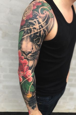 Mixed styles sleeve:) #japanese #tiger #irezumi #peony #pagoda #temple #flower #irezumi #tattoodo #wearesorrymom