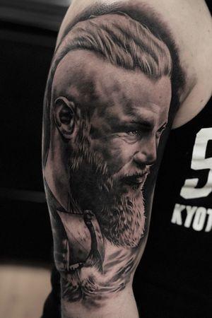 #ragnar #portrait #beard #vikings #tattoooftheday #realism #blackandgrey #ragnartattoo