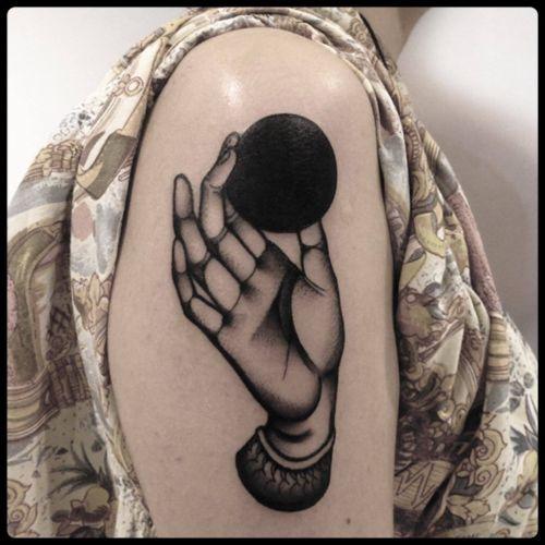 #black #hand #circle #tattoo #blackwork #totemica #ontheroad