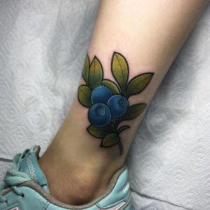 Bloody cutie 🌿 #blueberry #blueberrytattoo #tattoo #neotraditional #naturetattoo #girlstattoo #nature #russiantattoo #saintpetersburg #Russia #nastyafox #colortattoo #berries #tattooforgirls #legtattoo #worldfamousink