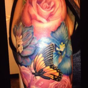 #megandreamtattoo change up those blue flowers, add 2 more butterflies and 2 dragonflies