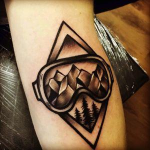 Snowboard tattoo #Goggles#Customdesign#greywork#mountains