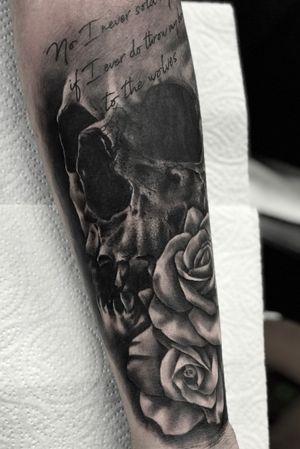 #skull #rose #skullandroses #script #tattoooftheday #realism #blackandgrey #skulltattoo #rosetattoo