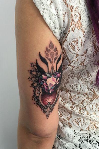 Gotta love those jewels! 😃💎 #travellingtattooist #ornamentaltattoo #jeweltattoo #gemtattoo #rose #jewel #ornamental #ornate #blackwork #dotwork #realism #hennism #floraltattoo #tattoodo #tattoodoApp #tattoo #ink #inkedgirls #tattooedgirls #tattoooftheday #amazingtattoos #tatouage #tatuaje #tatuagem #ryansmithtattooist #tattooartist