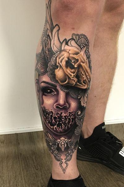 I love to add darker elements in sometimes!! 🔮 #thescientist #travellingtattooist #ornamentaltattoo #jeweltattoo #gemtattoo #rose #jewel #ornamental #ornate #blackwork #dotwork #realism #hennism #floraltattoo #tattoodo #tattoodoapp #tattoo #ink #inkedgirls #tattooedgirls #tattoooftheday #amazingtattoos #tatouage #tatuaje #tatuagem #ryansmithtattooist #tattooartist