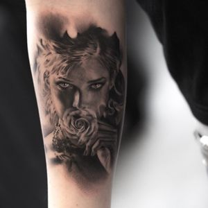 EPIC portrait by the man @niki23gtr! #portrait #realistic #photorealistic #nikinorberg #tattoodo 👩🏻🌹