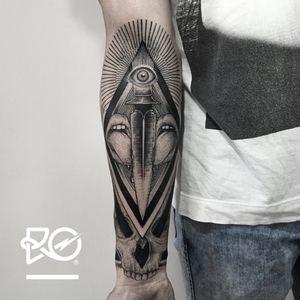 By RO. Robert Pavez • Sweet Dagger • #engraving #dotwork #etching #dot #linework #geometric #ro #blackwork #blackworktattoo #blackandgrey #black #tattoo #dagger