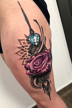 I love the sparkling gem on this one! Would you get a jewelled piece from me? 😃 #thescientist #travellingtattooist #ornamentaltattoo #jeweltattoo #gemtattoo #rose #jewel #ornamental #ornate #blackwork #dotwork #realism #hennism #floraltattoo  #tattoodo #tattoodoapp #tattoo #ink #inkedgirls #tattooedgirls #tattoooftheday #amazingtattoos #tatouage #tatuaje #tatuagem #ryansmithtattooist #tattooartist