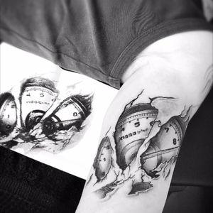 Rev gauge 💨💨 #rev #revgaug #tattoo #tattoos #tattooed #tattooart #tattooink #tattoowork #instatattoo #tattooer #tattooworld #nolimits #revlimit #visibleink #ripped #skinrip #racecar #becausracecar
