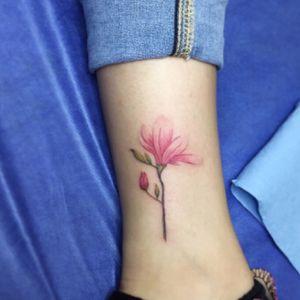 Trabajo de hace unos dias #Magnolia #magnoliatattoo #botanicaltattoo #flowertattoo #naturetattoo