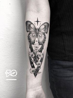 By RO. Robert Pavez • Let it go ➖ Studio Zoi tattoo Stockholm 🇸🇪 • 2018  • #engraving #dotwork #etching #dot #linework #geometric #ro #blackwork #blackworktattoo #blackandgrey #black #tattoo #fineline