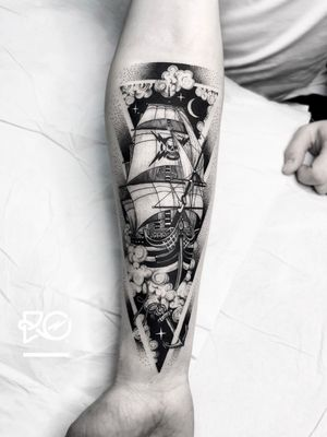 By RO. Robert Pavez • Dreams among the clouds ➖ Studio Seny tattoo - Barcelona 🇪🇸 • 2018 • #engraving #dotwork #etching #dot #linework #geometric #ro #blackwork #blackworktattoo #blackandgrey #black #tattoo #fineline