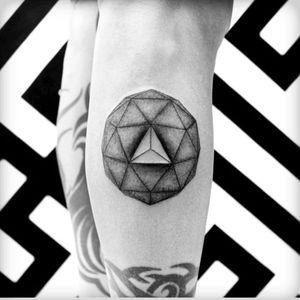 Dotstolines #3dtattoo #geometric #dotstolines