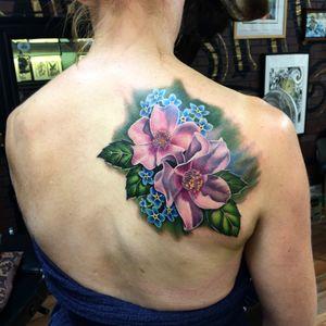 Some #wildroses I did at @bombshelltattoogalerie this week. #floraltattoo #flowers #flower #flowertattoo #amazingtattoo #besttattoos #besttattooartists #ink #tattooidea #tattoosforgirls #tattoosforwomen #tattooartist #dreamtattoo #inked #bombshelltattoo #edmonton #lizvenom #wildrose #wildrosetattoo #rosetattoo