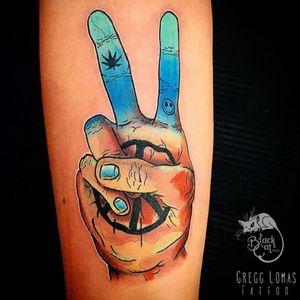 • Peace • #blackcatink #lafincagolf #algorfa #alicante #costablancatattoo #forearmtattoo #peace #peacesign #peacesigntattoo #inkjectaflitenano #bishop #worldfamousink #dermalizepro #wearesorrymom #sorrymomtattoo #sorrymomambassador #tattoosnob #f4f #neotradeu